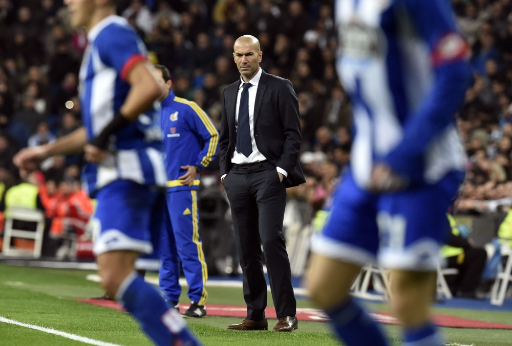 Real Madrid's French coach Zinedine Zidane stands on the sideline during the Spanish league football match Real Madrid CF vs RC Deportivo La Coruna at the Santiago Bernabeu stadium in Madrid on January 9, 2016.  AFP PHOTO / GERARD JULIEN